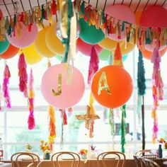 Decorating with balloons is essential at a party or surprise event - they make the space happier, more irreverent and in a celebratory mood. While bla. Summer Birthday, Birthday Parties, Twin Birthday, Birthday Balloons, Fiestas Party, Fete Halloween, A Little Party, Big Party, Partys