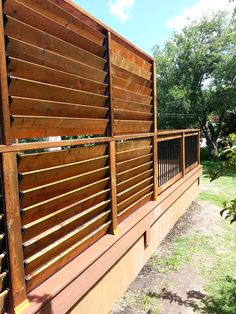 FLEX•fence creation by Thommoknockers Custom Decks. Louver extra privacy deck.
