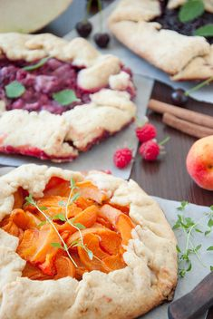 Pies with apricots and thyme, raspberry and melon, cherries and cinnamon
