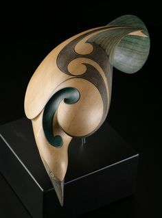 New Zealand Raven by Rex Homan, Maori artist. Tree Carving, Wood Carving, Native Art, Native American Art, Polynesian Art, New Zealand Art, Raven Art, Maori Art, Animal Sculptures