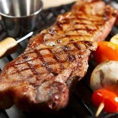 Lote para barbacoas, de Ezkurtxerri, para los amantes de la mejor carne a la parrilla.  www.hermeneus.es