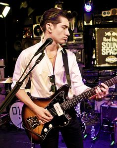 Listen to the Arctic Monkeys @ Iomoio Alex Turner, Sheffield, The Last Shadow Puppets, Indie Music, Indie Boy, Music Is Life, Soul Music, Handsome, Husband