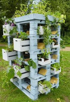 28 Amazing Uses For Old Pallets                                                                                                                                                     More