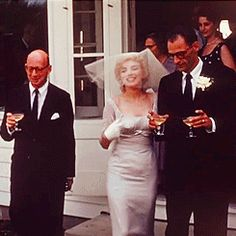 Wedding Day Marilyn Monroe's 3 Weddings: A Look Back in Photos - Happy Birthday Marilyn Monroe! The screen siren would have been 90 today, and we're looking back at her weddings in celebration. Marilyn Monroe Wedding, Fotos Marilyn Monroe, Norma Jean Marilyn Monroe, Marilyn Monroe Dresses, Marilyn Monroe Marriages, Marilyn Monroe Birthday, Classic Hollywood, Old Hollywood, Hollywood Actresses