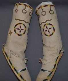 Apache High Top Moccasins Native American Moccasins, Native American Clothing, Native Beadwork, Native American Beadwork, American War, American Indians, Pierre Brice, Apache Indian, Costumes Around The World