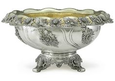 ktkeating: highvictoriana: Late Victorian parcel-gilt silver punch bowl by Tiffany. Cut Glass, Glass Art, Vintage Silver, Antique Silver, Tiffany Art, Punch Bowl Set, Plate Design, Silver Flowers, Metal Art
