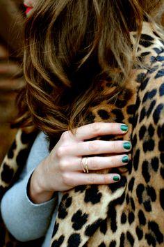 leopard coat and emerald nails Looks Style, Style Me, Style Blog, Emerald Nails, Sequins And Stripes, Bcbg, Inspiration Mode, Fashion Inspiration, Fashion Beauty