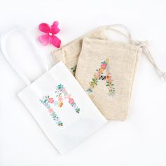 DIY Floral Monogram Gift Bags made with Silhouette Tattoo Paper & Silhouette CAMEO - Maritza Lisa Diy Tattoo, Paper Flowers Diy, Diy Paper, Paper Crafts, Silhouette Tattoos, Silhouette City, Silhouette Portrait, Tattoo Papier, Diy Projects To Try