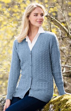 Our ladies country lambswool cable cardigan mixes traditional super-soft lambswool with the very latest in contemporary trends. Cable Cardigan, Longline Cardigan, V Neck Cardigan, Cable Stitch Knit, Boyfriend Cardigan, Long A Line, Diana, Pullover, Elegant