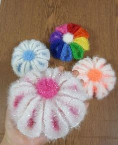 Crochet Flowers, Crochet Stitches, Free Crochet, Bubbles, Presents, Candy, How To Make, Crafts, Crocheted Flowers