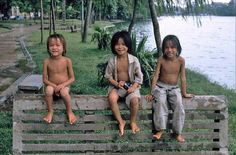 VietNamNet Bridge - German photographer Hans Peter Grumpe visited Hanoi in and he recorded images of Hanoi's innocent children in the early renovation period. Hans Peter, Innocent Child, Hanoi Vietnam, 1990s, Memories, Children, Image, Sofa, Street