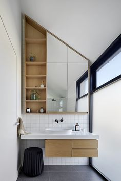 The Cable House by Tom Robertson Architects is a testament to finding elegant solutions to the challenges posed by a dense urban environment and heritage context. Read the full feature 'The Cable House by Tom Robertson Architects' on The Local Project. Bathroom Interior Design, Decor Interior Design, Interior Decorating, Washroom Design, Bathroom Red, Modern Bathroom, Bathroom Storage, Scandinavian Style Home, Interiors Magazine