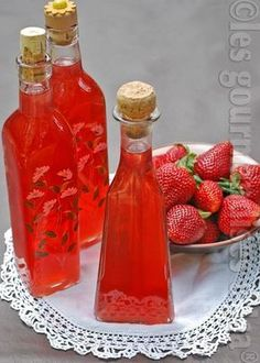desserts with strawberries * desserts + desserts easy + desserts recipes + desserts for two + desserts for a crowd + desserts with cream cheese + desserts with strawberries + desserts videos Non Alcoholic Drinks, Cocktail Drinks, Cocktail Recipes, Homemade Liquor, Vegetable Drinks, Limoncello, Healthy Eating Tips, Hot Sauce Bottles, Alcoholic Drink Recipes