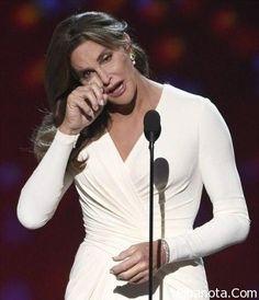 بعد تغيير جنسه .. كاتلين جينر تكرم لشجاعتها ، التحول من رجل إلى امرأة ، المتحولة جنسيا كاتلين جينر ، المتحولين جنسياً ، كاتلين جينر تكرم لشجاعتها ، كاتلين جينر تكرم ويكيبيديا ، كاتلين جينر وأوباما ، من هي كاتلين جينر