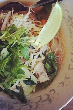 Vegan Pho via Kevin Mann Kovach… Vegan Soups, Vegan Dishes, Vegan Vegetarian, Vegetarian Recipes, Healthy Recipes, Veggie Recipes, Soup Recipes, Whole Food Recipes, Cooking Recipes