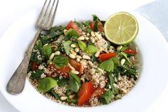 Nina en ik zijn dol op couscous. Wat hebben wij dat vaak gegeten toen we samenwoonden! Vaak met gegrilde groenten of groene verse kruiden en wat olijfolie en ci