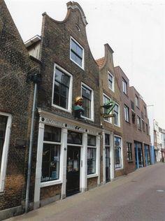 Geschiedenis van Vlaardingen - Hoogstraat, apotheek Backer waar ik vaak ben geweest.