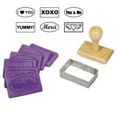"""8 részes """"Szerelmes"""" szögletes sütipecsét szett ajándék kekszes zacskókkal, kekszkiszúró. Mézeskalács formák - több mint 200 féle raktárról - a gasztroajándék webáruházban, gyere nézd meg Te is!"""