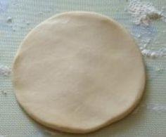 pâte brisée TM (5 étoiles) Pâte brisée Thermomix 150 g de beurre 300 g de farine 1 cc de sel 100 g d'eau tiède