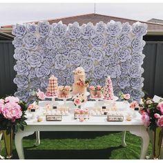 #mulpix Painel de flores em papel, ótima dica para decorações como chá, niver e mini-wedding . Via @borntobeabride