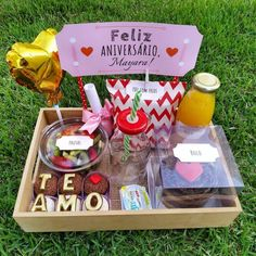 Birthday Surprise For Husband, Diy Birthday Gifts For Him, Candy Gift Baskets, Candy Gifts, Desayuno Romantico Ideas, Diy Gift Box, Diy Gifts, Paw Patrol Birthday Theme, Valentines Gift Box