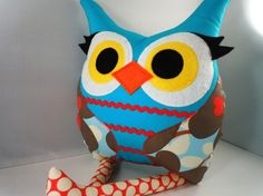 Owl with eyelashes - need I say more!! LOVE her polka dot legs.