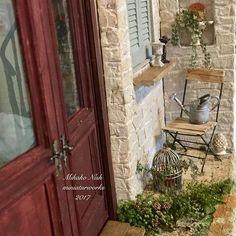 1、2枚目はpâtisserie Anjeの小さなお庭部分 3.4枚目が自宅の庭。5枚目の本は、 うちの猫の額のような庭を掲載して下さった インテリア雑誌やガーデニング本です。 ナチュラルガーデニング2013 ナチュラルガーデニング〜てづくりの庭のひみつ 素敵なカントリー ムック本のグリーンと雑貨を楽しむ心地よい暮らし 久しぶりに見比べてみると お手入れをしていないのが丸わかりでした(>_