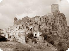 Antica veduta di #Craco il #BorgoFantasma in #Basilicata #Italy