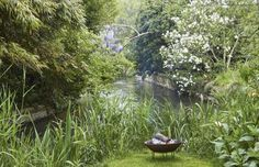 Hope for good weather, as the gardens of this tranquil hideaway are idyllic. Filly Island, Gloucester, England. www.uniquehomestays.com
