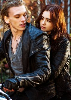 Jamie Campbell Bower and Lily Collins as Jace & Clary in The Mortal Instruments: City of Bones Shadowhunters Clary And Jace, Clary Und Jace, Jace Lightwood, Clary Fray, The Mortal Instruments, Immortal Instruments, Cassandra Jean, Cassandra Clare Books, Beaux Couples