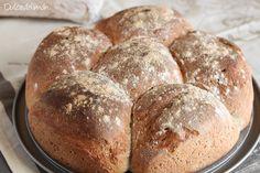 Si tuviese que elegir el olor que más me gusta, éste sería el del pan recién hecho. No me importaría que mi casa oliese siempre así. Y uno de los mayores placeres, tomar una barra bien calentita, r…