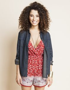 Macaquinho floral com barrado e camisa jeans // romper and jeans shirt