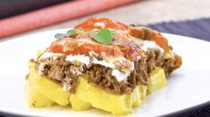 Wrap spaghetti in ground beef for a delicious meal you'll want to make again and again Beef Recipes For Dinner, Ground Beef Recipes, Meat Recipes, Cooking Recipes, Hamburger Dishes, Beef Dishes, Pasta Dishes, Cuban Dishes, Ranch Potato Recipes