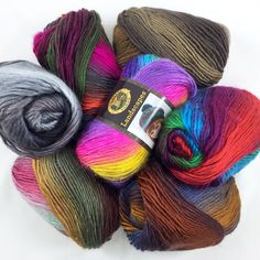 By popular demand, beautiful Lion Brand Landscapes in solid and self-striping colorways is on sale for a limited time! Roving Yarn, Yarn Thread, Yarn Stash, Crochet Crafts, Yarn Crafts, Crochet Projects, Crochet Designs, Crochet Patterns, Crochet Ideas