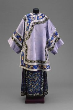 This image shows a semi-formal coat worn by women in the late 19th century, during the Qing Dynasty.