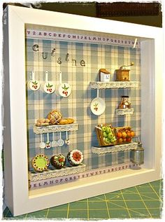 Cuadro Cocina Vitrine Miniature, Miniature Rooms, Miniature Crafts, Miniature Furniture, Diy Arts And Crafts, Fun Crafts, Doll House Crafts, Shadow Box Art, Country Crafts