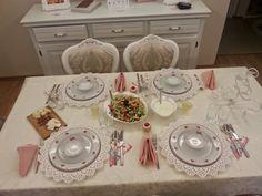 Vintage food styling dinner masa düzeni sofra bernardo ikea pembe gül romantik