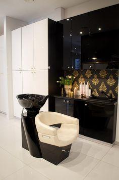 Spacious, elegant and, above all, untypical interior - Thai-style interiors where gold, white, and black would dominate. Wnętrza przestronne, eleganckie i przede wszystkim nietypowe - wnętrze w stylu tajskim, gdzie dominowałoby złoto, biel, oraz czerń. #design #spa #decor #zen #bathroom #gold #white #black #inspiration #ideas #treatment #rooms #beauty #salon kosmetyczny #wystrój #nowoczesny #złoto #bały #czarny  #inspiracje #dekoracje #stylowy #modny #elegancki #projekt
