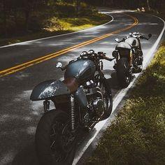 La imagen puede contener: moto y exterior Triumph Cafe Racer, Sportster Cafe Racer, Cafe Racer Motorcycle, Triumph Motorcycles, Custom Motorcycles, Cafe Racers, Thruxton Triumph, Classic Motorcycle, Cafe Racer Style
