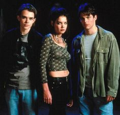 "Disturbing Behavior Nick Stahl, Katie Holmes & James Marsden - Tagline ""It doesn't matter if you're not perfect. For more info & pics visit. Grunge Fashion, 90s Fashion, Fasion, Fashion Outfits, 90s Grunge, Couture Fashion, Runway Fashion, Fashion Trends, Katie Holmes Young"
