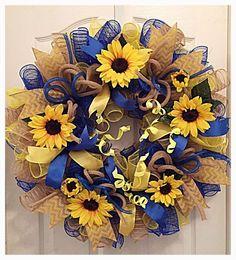 Sunflower Blue, Burlap and Yellow Deco Mesh Wreath/Sunflower Wreath/Burlap Sunflower Wreath/SpringWreath/Summer Wreath/Fall Wreath Sunflower Blue Sackleinen und Yellow Deco Mesh Kranz / Sonnenblume Wreath Crafts, Diy Wreath, Wreath Burlap, Tulle Wreath, Wreath Ideas, Deco Mesh Wreaths, Holiday Wreaths, Winter Wreaths, Spring Wreaths