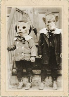 Halloween is coming. Check out these vintage snapshots to see what children worn in Halloween festivals from between the to . Old Halloween Costumes, Vintage Halloween Photos, Fete Halloween, Hallowen Costume, Halloween Pictures, Creepy Halloween, Victorian Halloween, Halloween Clothes, Homemade Halloween