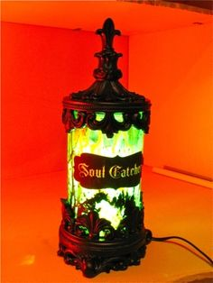 DIY instructions Soul Catcher Jar light up decoration! (dead link, but good for inspiration) Holidays Halloween, Halloween Crafts, Happy Halloween, Halloween Decorations, Halloween Party, Halloween Displays, House Decorations, Halloween House, Halloween Stuff