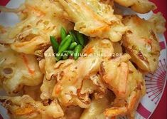 Bakwan kriuk tahan lama Indonesian Desserts, Indonesian Food, Indonesian Recipes, Asian Recipes, Healthy Recipes, Ethnic Recipes, Roti Canai Recipe, Spicy Dishes, Appetisers