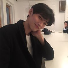 cute boy ulzzang 얼짱 hot fit pretty kawaii adorable beautiful korean handsome japanese asian soft grunge aesthetic 男 男の子 g e o r g i a n a : 人 Cute Asian Guys, Cute Korean Boys, Asian Boys, Asian Men, Cute Guys, Hot Korean Guys, Korean Boys Ulzzang, Ulzzang Boy, Korean Men