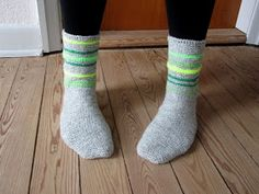 Så har jeg endelig fået lavet en grundopskrift på mine hæklede sokker. De er hæklet i fastmasker, så de er meget nemme at lave, og k...