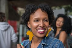Daphnée Férole, cineasta canadense e ativista em prol do cabelo crespo. Foto Carolina Cury #MarchadoOrgulhoCrespo #NaturalHair Crochet Earrings, Natural, Blog, Walking Gear, Kinky Hair, Pride, Women, Photos, Nature