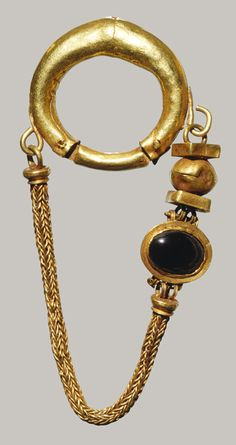 Necklace and earrings [Greek] (1994.230.4-.6) | Heilbrunn Timeline of Art History | The Metropolitan Museum of Art
