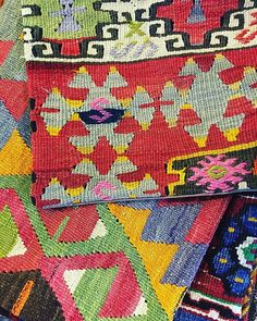 Kilim pillows are beautiful accessories to add a colorful touch to your interior. Each of them is unique!  #anatolian #kilim #kilimpillow #interiordesign  #bohemian #ethnic #giftideas #unique #atmosphereturque #lou_dferreira #handmade #bohostyle