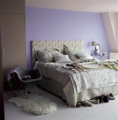 du taupe et du prune pour la peinture d'une chambre à coucher